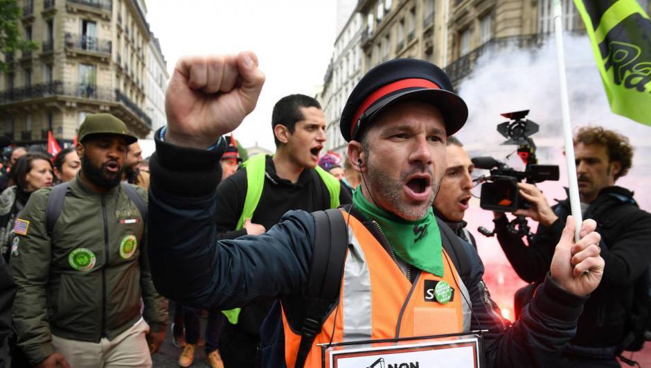 Grève à la SNCF. Condamnée à payer les grévistes