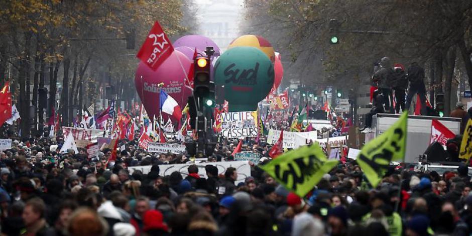 Des de milliers dans les rues et un pays en parti paralysé