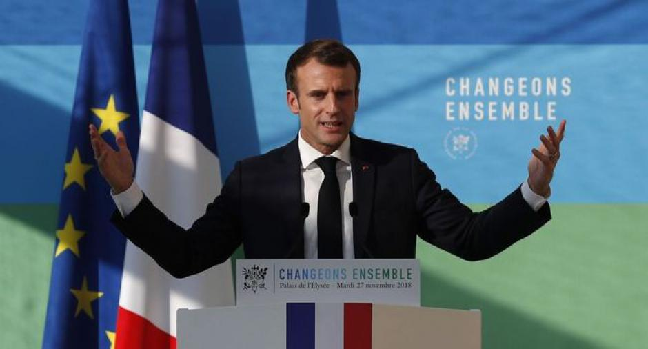 Macron répond à la colère des gilets jaunes. Que des paroles…
