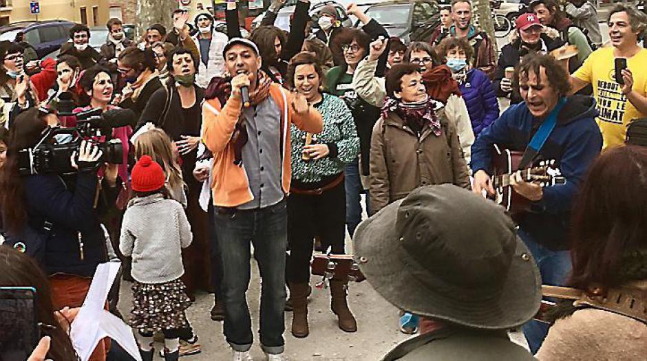 Prades. 150 manifestants pour « continuer à danser encore » (L'Indep)