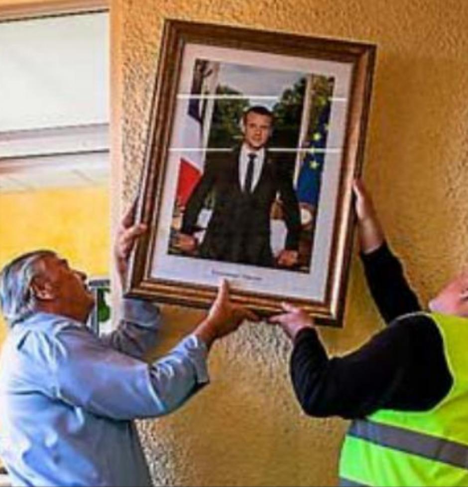 Cabestany. Le maire décroche le portrait d'Emmanuel Macron