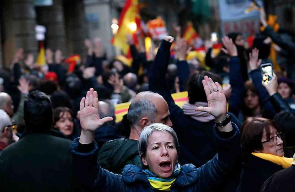La première séance plénière du parlement catalan convoquée