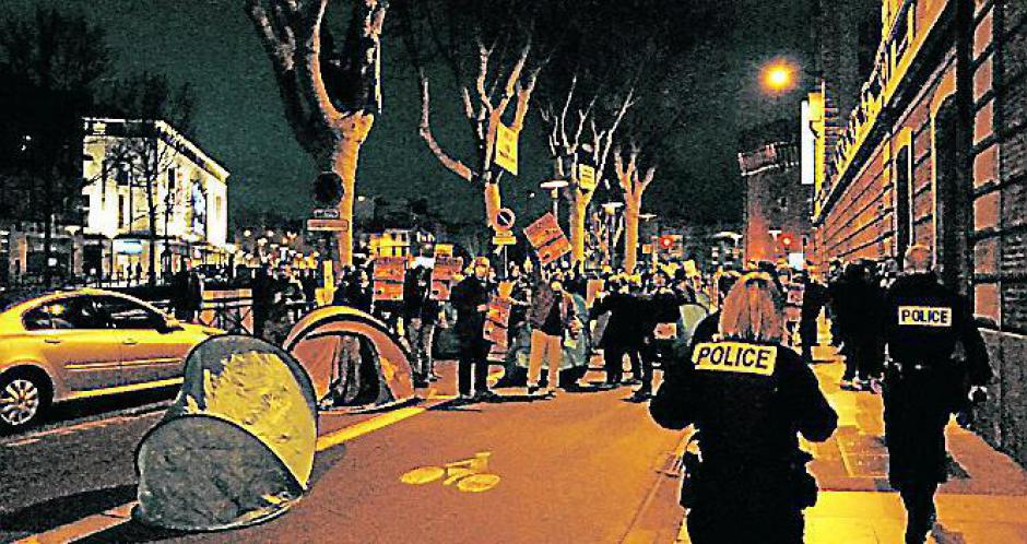 Perpignan. Action des opposants au 49.3 devant la préfecture