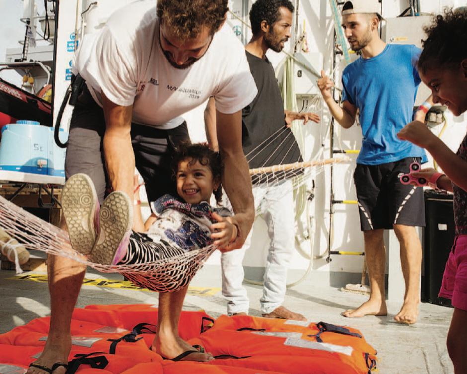 Les migrants à l'abri, cap sur Marseille pour l'Aquarius