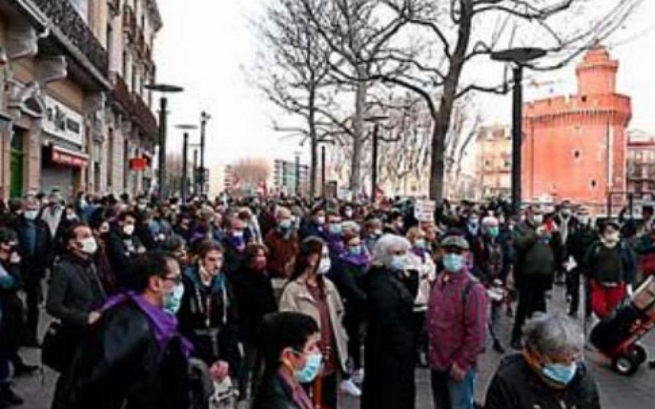 Journée des droits des femmes. Plus de 200 personnes dans la rue malgré le couvre-feu (L'Indep)