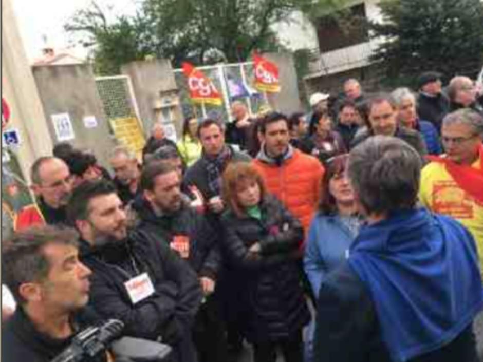 Perpignan. Le centre des impôts totalement bloqué par les syndicats