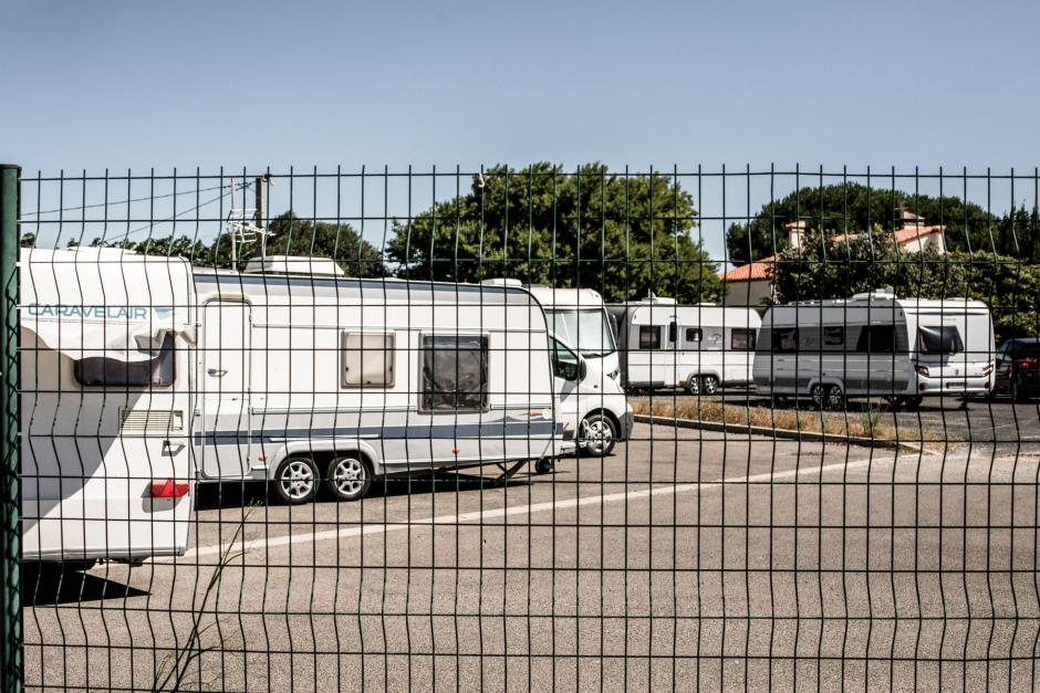 Perpignan. Les gens du voyage s'installent sur le parking du parc des expositions