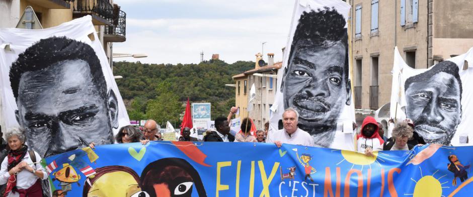 250 manifestants mobilisés symboliquement au Perthus en faveur des migrants