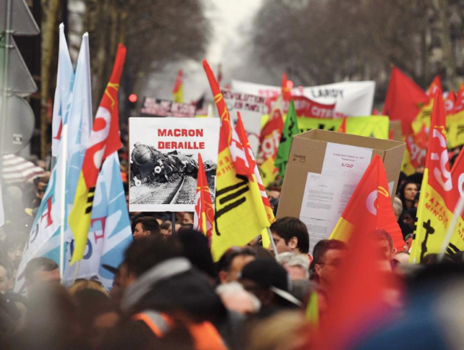 Par dizaines de milliers dans les rues pour s'opposer à Macron
