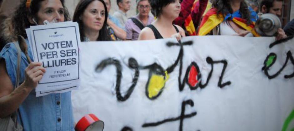 Les initiatives se multiplient dans les PO pour soutenir la démocratie mise à mal en Catalogne par Rajoy
