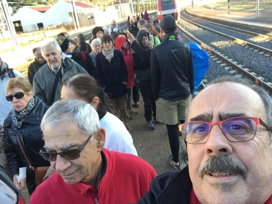 Les communistes ont défendu le train aux côtés d'usagers et de cheminots en gare de Cerbère et Portbou