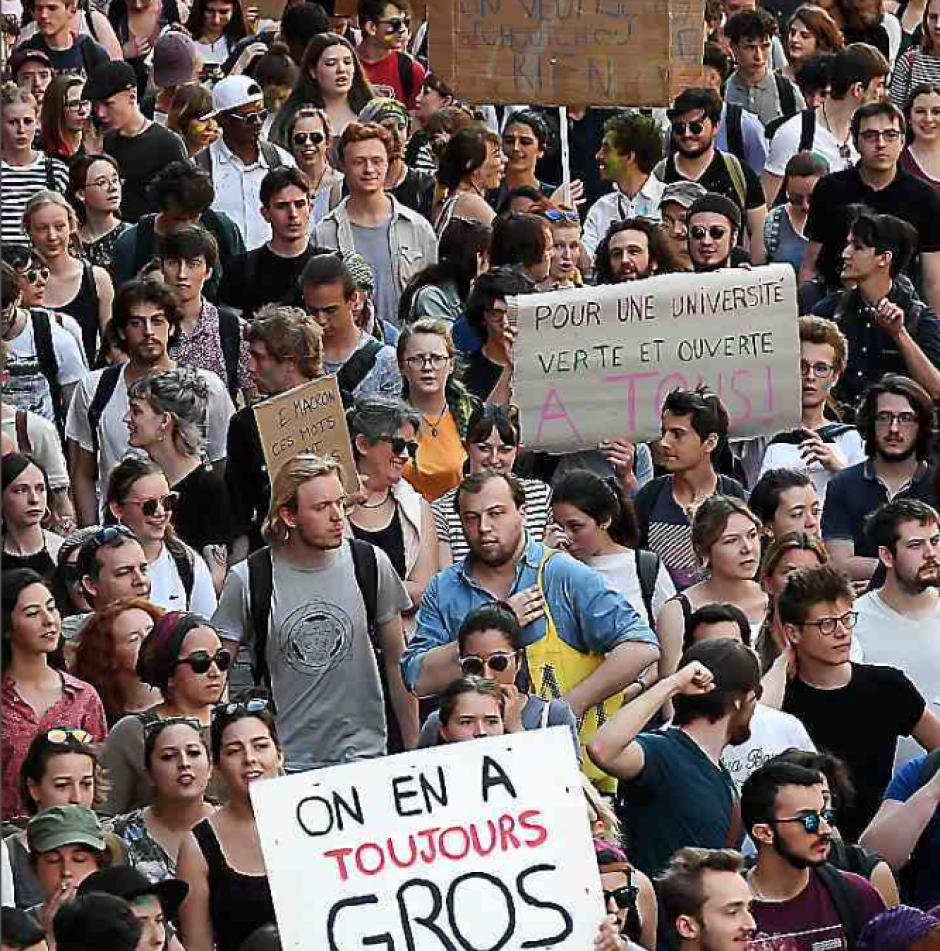 Des dizaines de milliers de personnes dans la rue
