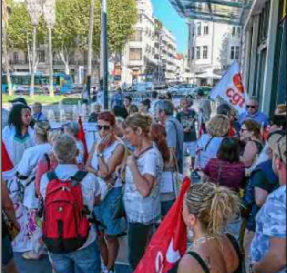 Les salariés d'Orpea dans la rue