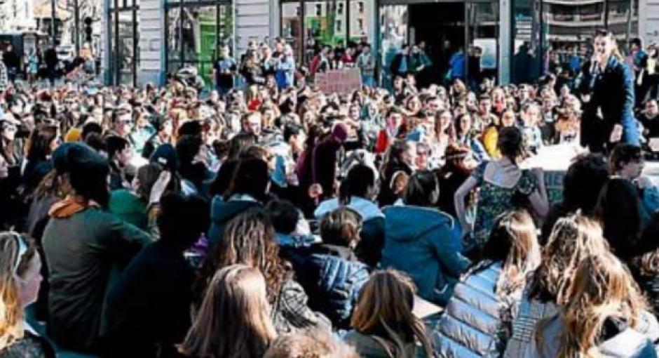 Plus de 300 jeunes en grève pour le climat. « Notre avenir est en jeu »